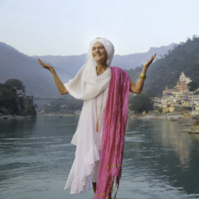 Kundalini teacher Gurmukh on Ganga in Rishikesh